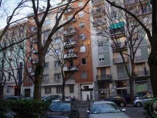 FOTO v.le Lombardia 16a MI_RG 169-2012_posto moto+cantina_Pagina_1_Immagine_0001.jpg