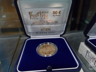 Fig 1 - Moneta aurea da collezione: It...