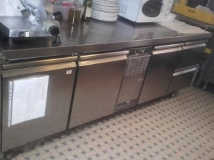 frigorifero dotato di n. 3 sportelli e 2 cassetti (1).jpg