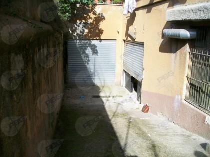 Fig 1 - Immobile in Roma uso magazzino...
