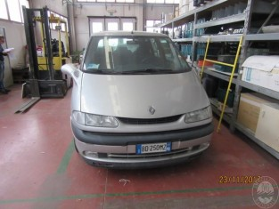 Fig 1 - Fig 2 - AUTOMEZZO MARCA RENAULT MODELL...