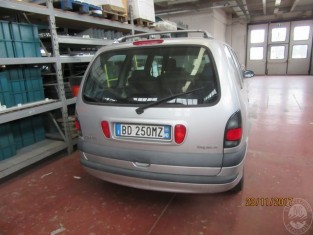 Fig 1 - Fig 3 - AUTOMEZZO MARCA RENAULT MODELL...