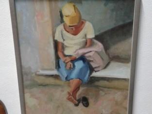 Fig 1 - Fig 1 - Donna seduta su soglia di casa