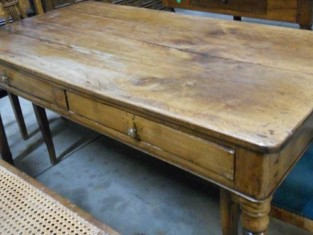 Fig 1 - Fig 1 - Tavolo in legno di noce