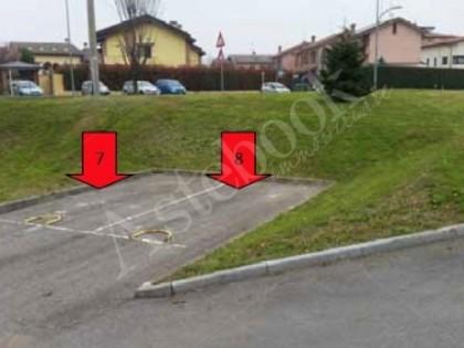 Fig 1 - LOTTO 2 - POSTO AUTO SCOPERTO...