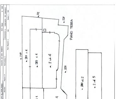 Fig 1 - Capannone con relativa area sc...
