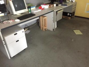 49 scrivania in metallo 180x80 con cassettiera n.3 cassetti 1