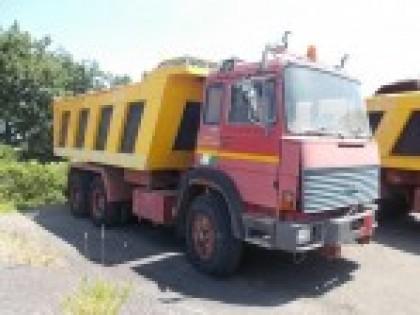 Fig 1 - Autocarro FIAT 330.35 targa 18...