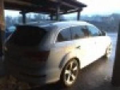 Fig 1 - Autovettura  Audi Q7 targa DT2...