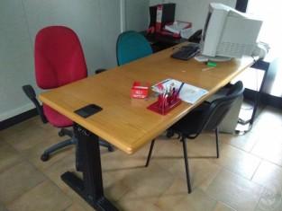Ufficio tecnico n.2 scrivanie rettangolari in legno n.2 tavoli