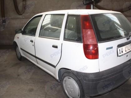 Fig 1 - Autovettura FIAT PUNTO TD 70 t...