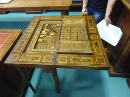 Fig 1 - Fig 1 - Lotto 102: tavolo da gioco con...