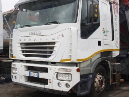 Fig 1 - Trattore Stradale Iveco AS440S...