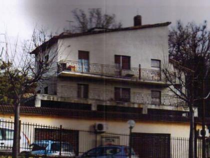 Appartamento al secondo piano di circa 84 mq con soggiorno-tinello ...