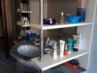 Plafoniere In Legno Per Bagno : Beni rinvenuti nel bagno mobile con lavello in legno laccato