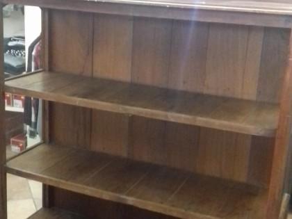 Ripiani In Legno Per Tavoli : Un mobile scaffale in legno noce scuro di circa m un tavolo