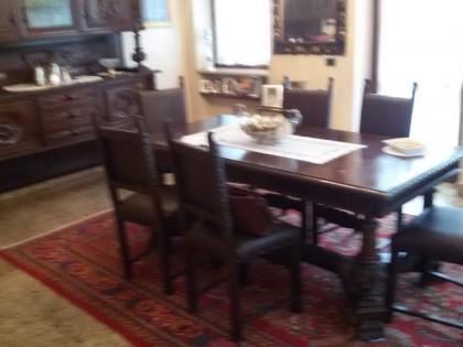 Sedie Schienale Alto Legno : Soggiorno composto da tavolo in legno con sei sedie a schienale