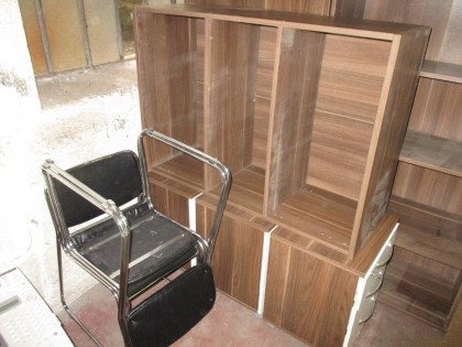 Fig 1 - Fig 1 - N.3 mobili in legno color marr...