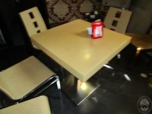 Ripiani In Legno Per Tavoli : N tavoli con ripiano in legno rovere e base in acciaio n