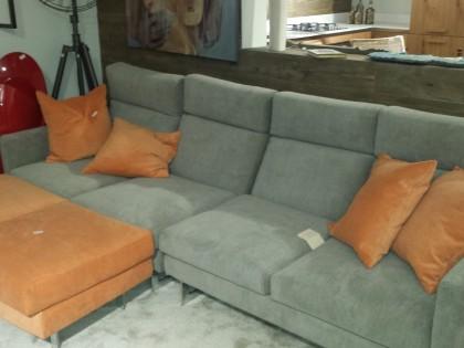 Divano Arancione E Marrone : Abbinare divano alle pareti foto design mag