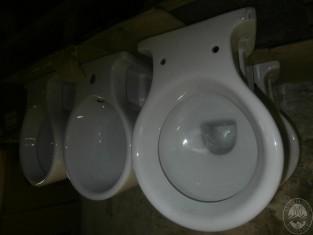 Lotto n.5)- N. 2 serie di servizi igienici - vendita a prezzi ...