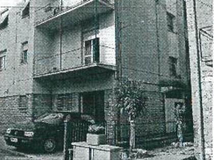 Piena proprietà su appartamento al piano terzo di vani 6 composto da