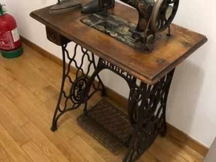 Fig 1 - Fig 1 - Lotto 8: n.2 macchine da cucir...