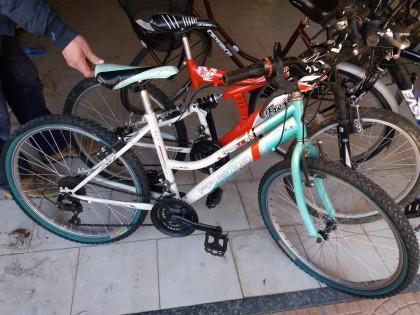 Fig 1 - Fig 1 - N. 5 biciclette : n. 1 nera e...