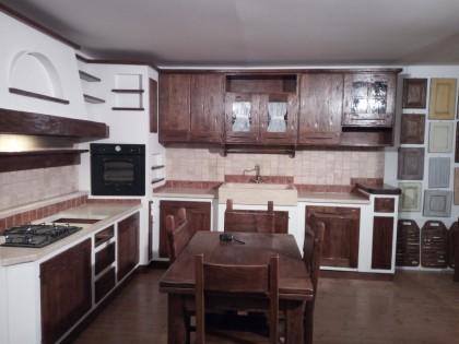 Fig 1 - Fig 1 - 1) Cucina in muratura e legno...