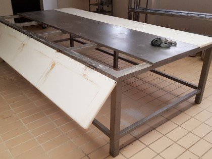 Fig 1 - Fig 3 - Tavolo da lavoro con struttura...