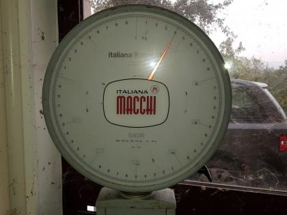 Fig 1 - Fig 3 - Bilancia marca MACCHI modello...