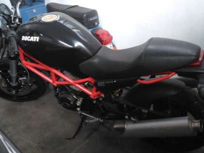 Fig 1 - Fig 1 - - UN MOTOCICLO DUCATI MONSTER...