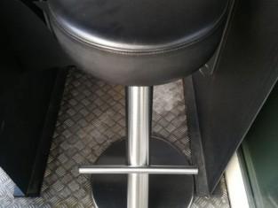 N. 4 tavolini n. 13 sedie n. 14 sgabelli mobile tv affettatrice