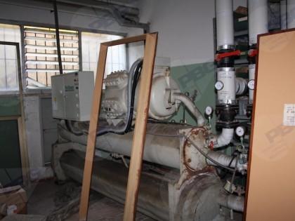 Fig 1 - Fig 1 - Scaffalatura e compressore per...