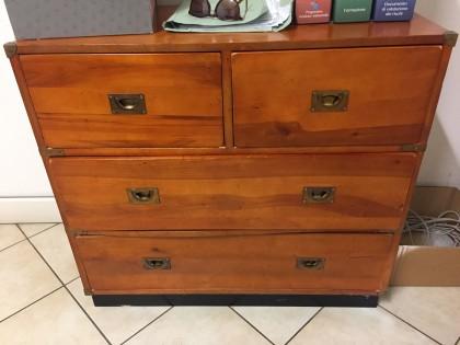 Credenza La Gi : Lotto credenza in legno con due cassetti e cassettoni