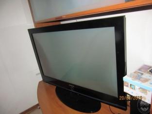 Fig 1 - Fig 2 - UN MOBILE SALA, UNA TV
