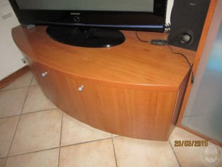 Fig 1 - Fig 3 - UN MOBILE SALA, UNA TV