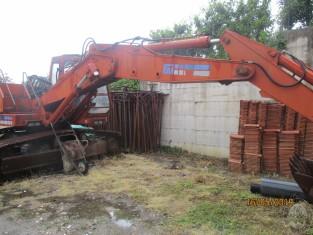 Fig 1 - Fig 2 - Escavatore cingolato