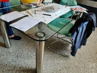 Tavolo Cristallo 4 Sedie.N 1 Tavolo In Cristallo Con 4 Sedie Con Struttura In Acciaio E