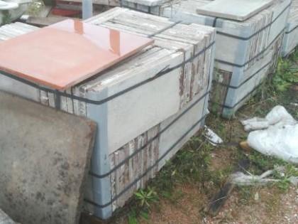 Fig 1 - Fig 2 - vasi in terracotta e mattonell...