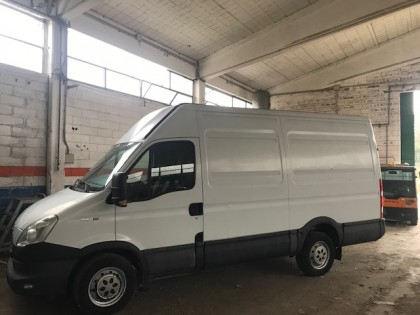 Fig 1 - Fig 2 - FURGONE IVECO DAILY 35CS 11 2....