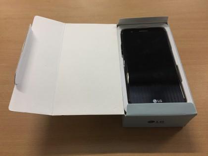 Fig 1 - Fig 2 - (Lotto n.5) Smartphone marca L...
