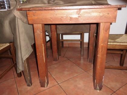 Fig 1 - Fig 1 - N. 21 tavoli in legno di forma...
