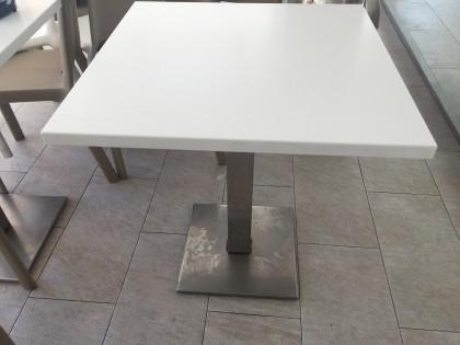 Fig 1 - Fig 1 - N. 10 tavoli quadrati in mater...