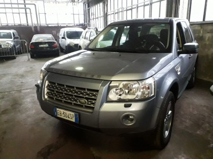 Fig 1 - Fig 2 - Autovettura Land Rover Freelan...