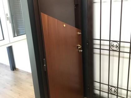 Fig 1 - Fig 2 - porta blindata - fi - 22084