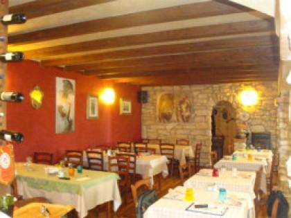 Fig 1 - Fig 1 - Immobile adibito a ristorante...