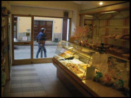 Fig 1 - Fig 1 - negozio al piano terra con ann...