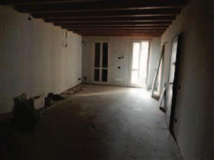 Fig 1 - Fig 3 - Appartamento al primo piano di...