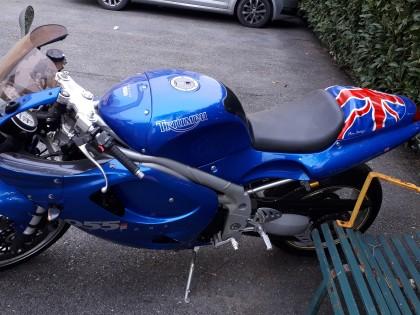 Fig 1 - Fig 1 - Moto Triunph 955 sp Daytona -...